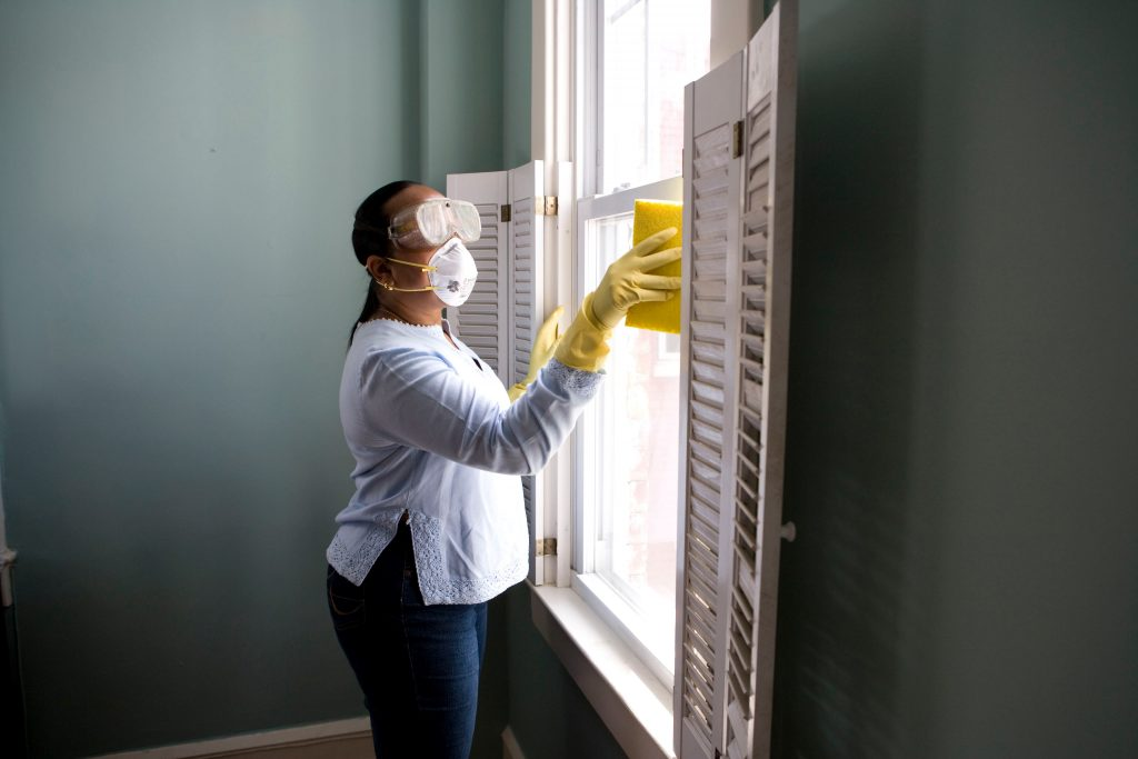 http://person%20cleaning%20window